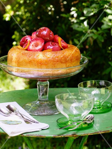 Savarin with red plums