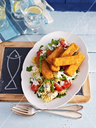 Spicy fish fingers with a pasta salad
