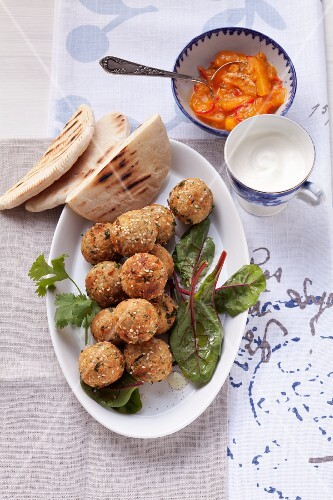 Falafel with unleavened bread, yogurt and apricot sauce