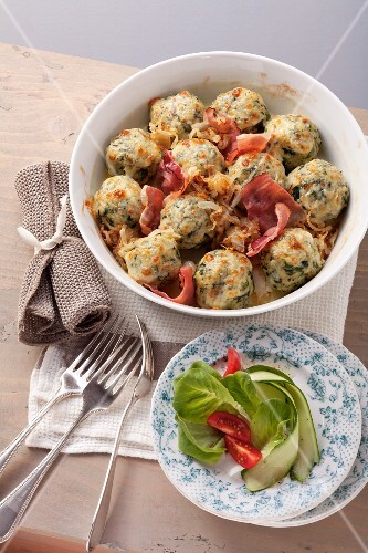 Canederli con gli spinaci (spinach and quark dumplings with ham)