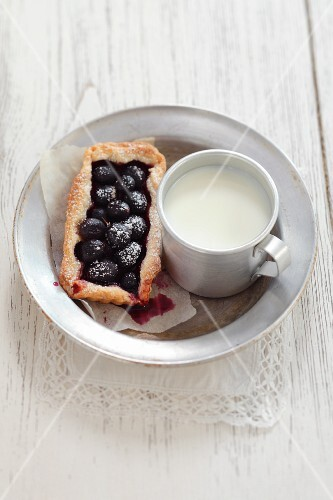 Grape tartlet and a mug of milk