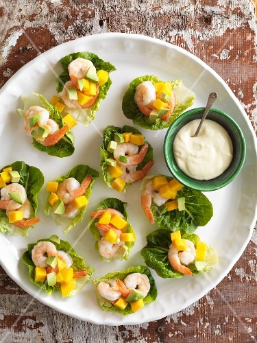 Prawns with avocado and melon wrapped in lettuce