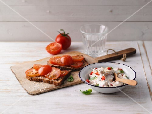 Protein bread with tomato and pepper quark with basil