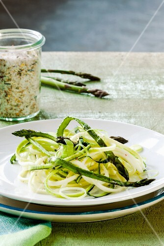 Asparagus salad with courgette spaghetti