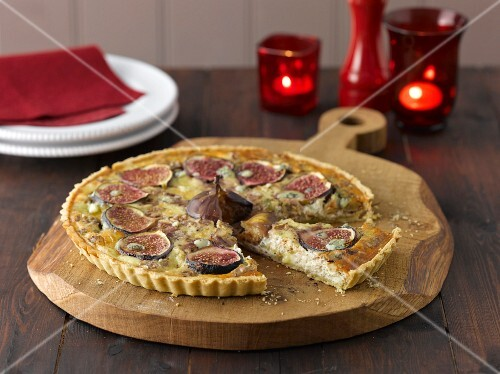 A fig and Stilton tart, sliced, on a wooden board