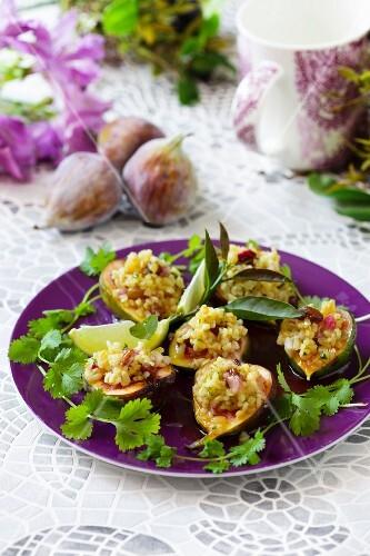 Spicy stuffed figs