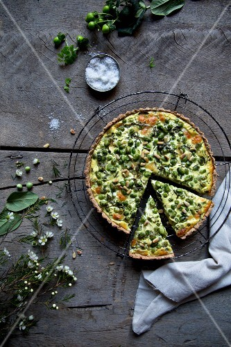 Pea and spinach quiche with mozzarella