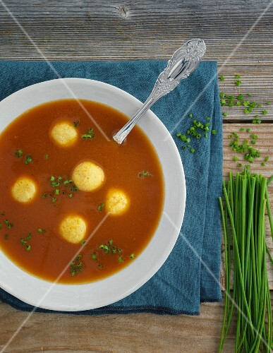 Broth with semolina dumplings and chives