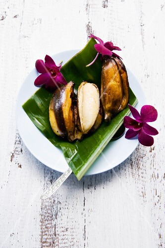 Kluay Ping (finger bananas grilled in their skins, Thailand)