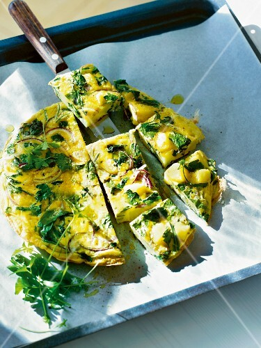 Frittata with herbs and red onions