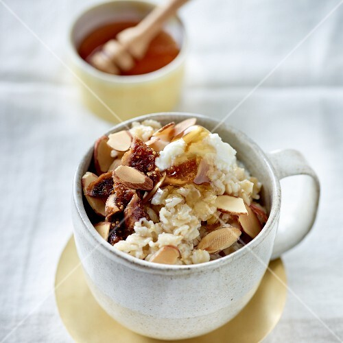 Porridge with ricotta and figs