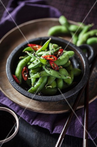 Edamame with chilli rings (Asia)