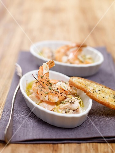 Mini bakes with salmon trout, prawns and grilled bread