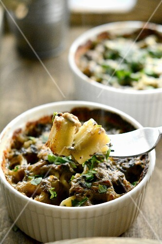 Pasta bake with herbs