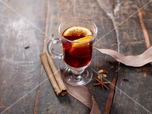 Mulled wine with orange slices