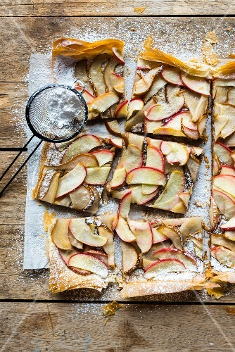 Filo pastry tart with apples, pears and icing sugar