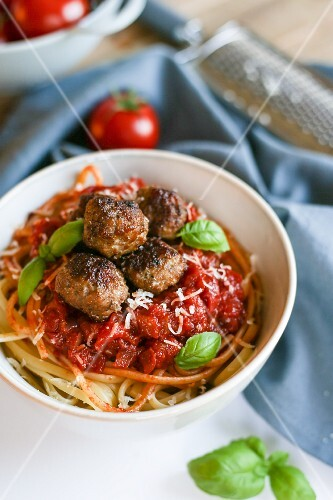 Spaghetti with meatballs, tomato sauce and basil