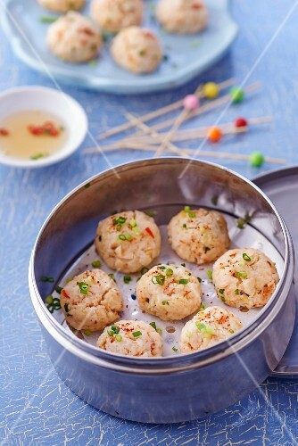 Prawn and ginger balls with a dip