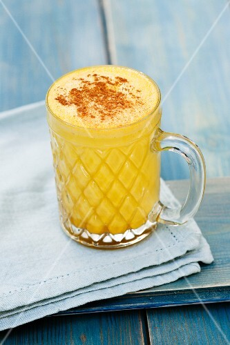 Turmeric latte with cinnamon (vegan)