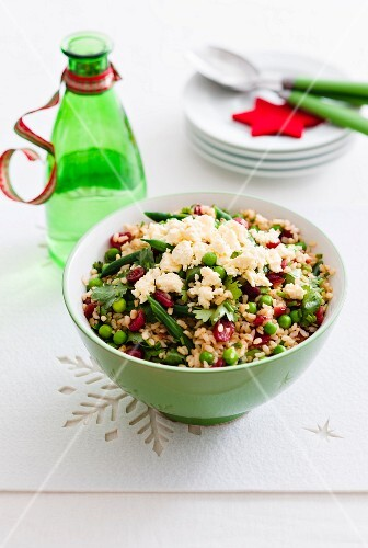 Spiced rice with peas and cranberries as a Christmas side dish