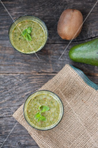 Green smoothies made with kiwi, avocado and parsley (seen above)