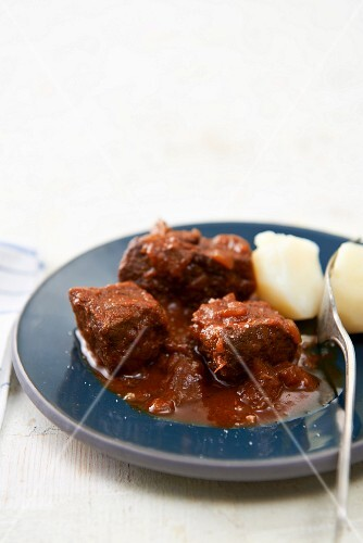 Basic beef goulash