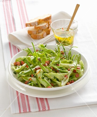 Chicory salad with bacon
