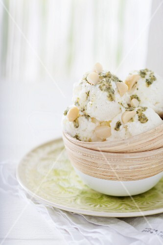 Frozen yoghurt with mint pesto and macadamia nuts