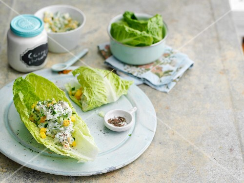 Lettuce wraps filled with chicken and mango relish