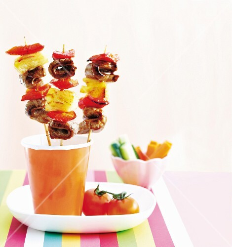 Beef kebabs with pineapple and pepper