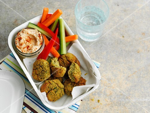 Falafel with houmous and vegetable crudites