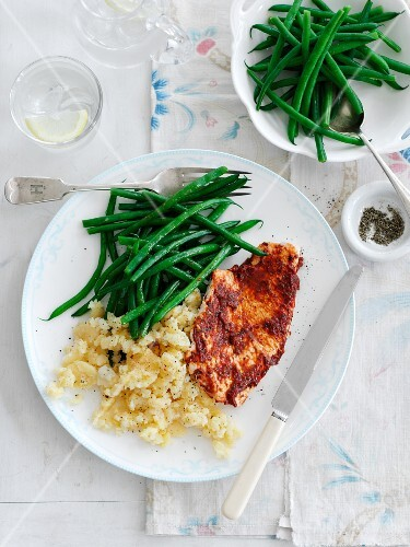 Turkey steak with mashed potatoes and green beans (Italy)