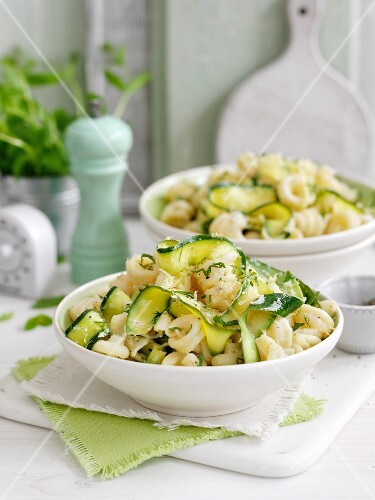Pasta with courgettes and mint