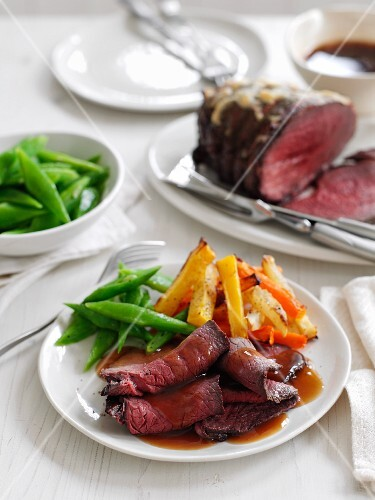 Roast beef with a side of vegetables