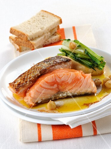 Pepper salmon with chickpeas
