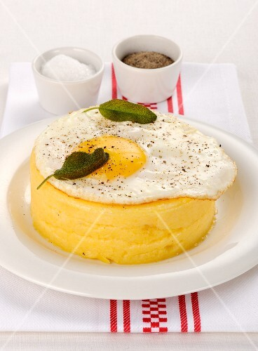 Polenta tartlet with fried egg and sage