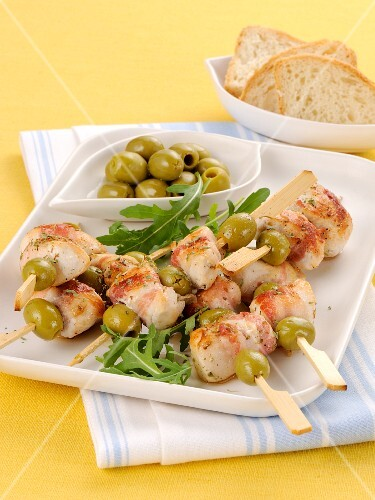 Chicken and bacon kebabs with green olives