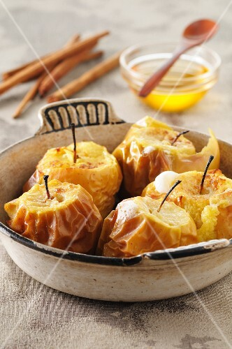 Baked apples with honey and cinnamon