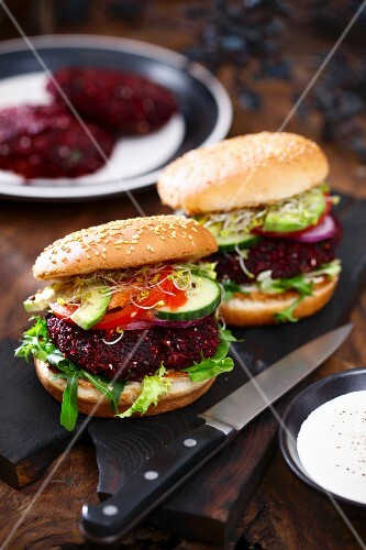 Beetroot burgers with cucumber and bean sprouts