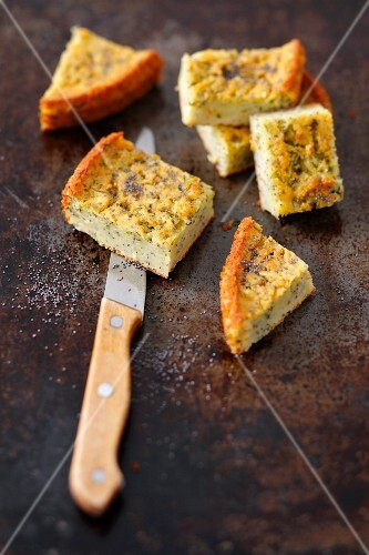 Courgette cake with poppy seeds
