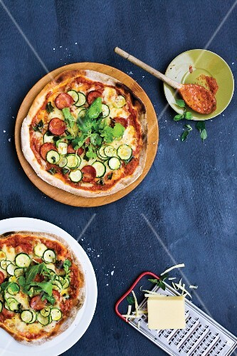 Pizza with chorizo, courgettes and rocket