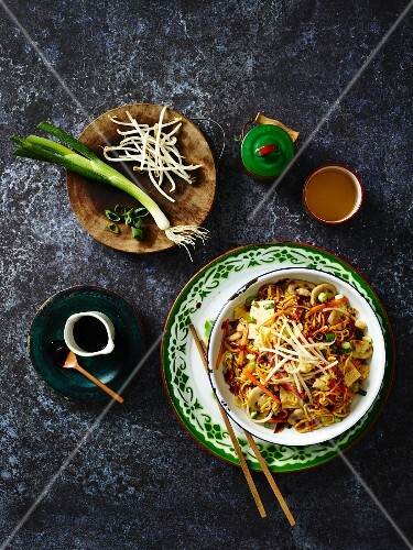 Mee goreng with vegetables, bean sprouts and mushrooms (Indonesia)