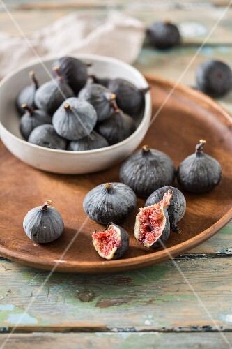 Fresh figs in a bowl and on a wooden plate