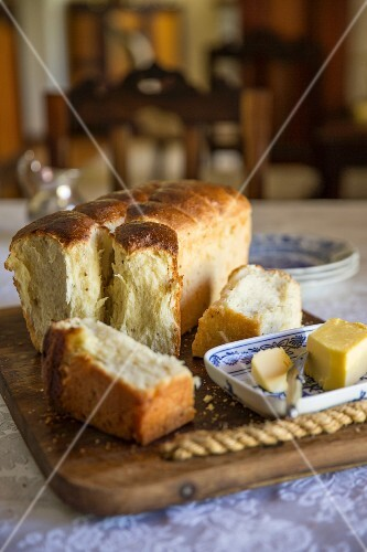 Mossbolletjie (South African yeast bread)