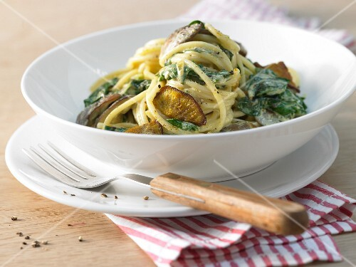 Chard spaghetti with shiitake mushrooms