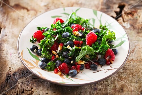 Berry salad with kale