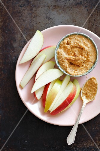 Apple wedges with peanut butter for dipping