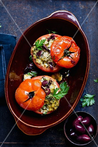 Stuffed tomatoes with millet and olives