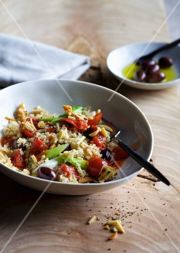 Couscous with tomatoes, olives and almonds