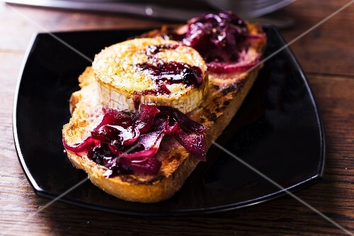 Grilled bread topped with onions